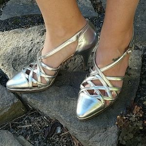 Beautiful, VINTAGE, SEBASTIAN heels!!